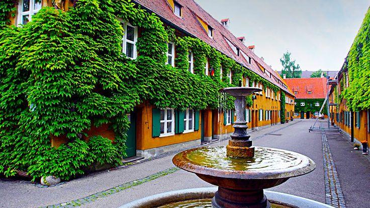 Îți vine să crezi că există un oraș unde poţi închiria un apartament cu 1 euro pe an? Ei, bine, există, se numește Fuggerei și e situat în Bavaria.