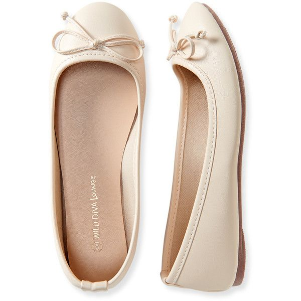 Aeropostale Faux Leather Classic Ballet Flat ($14) ❤ liked on Polyvore featuring shoes, flats, sapatilhas, cream, slip on flats, bow flats, ballet shoes, flat shoes and round toe flats
