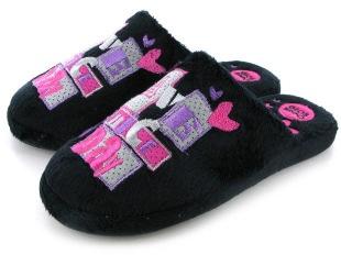 Cómodas y divertidas zapatillas de Gioseppo. PVP: 15,50€.  Puedes conseguirlas aqui:  http://www.calzadosalicia.es/gioseppo-benigna.html
