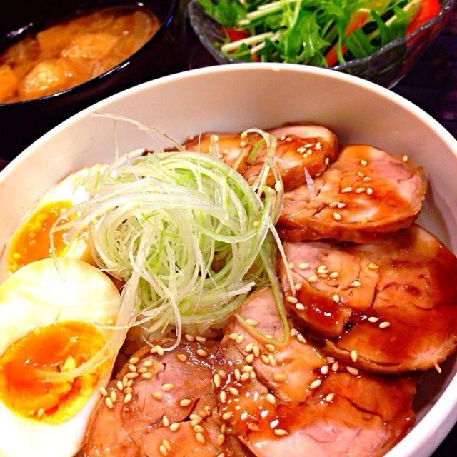 鶏もも2枚まいてチャーシュー作ったよ〜\(^o^)/ 今日は丼で♡ - 132件のもぐもぐ - 鶏ももチャーシュー丼♡ by tekko814