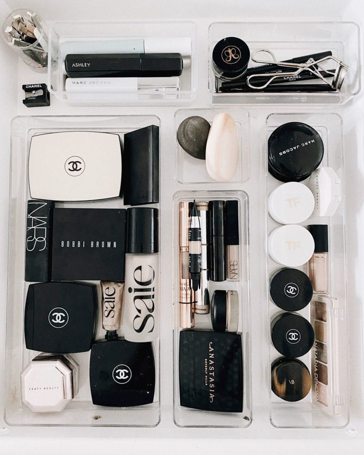How I Organized My Makeup and Skincare Drawer organization drawer How I Organized My Makeup and Skincare Drawer Bathroom Drawer Organization, Makeup Storage Organization, Bathroom Drawers, Organization Ideas, Bathroom Makeup Storage, Mac Matte Lipstick, Mac Lipsticks, Eyeshadow Palette, Skin Care