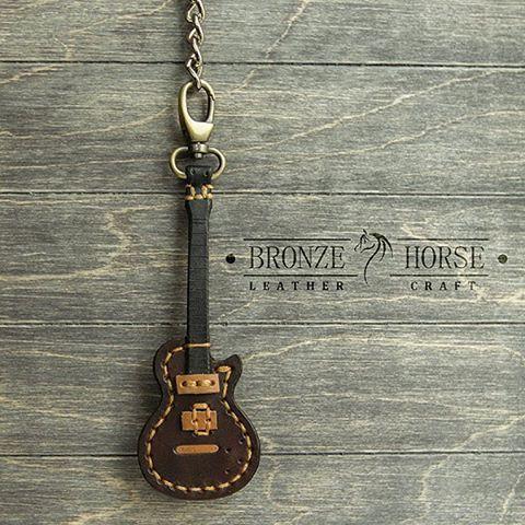 Подвес в виде гитары на пояс с кармашком для медиатора. Вторая версия, улучшенная.Натуральная кожа. Сделано все в ручную. Подвес уехал к своему новому хозяину. #BronzeHorse, #подарок, #медиатор, #гитара, #handmade, #handcraft, #ручнаяработа, #leather, #кожа , #натуральнаякожа, #изделияизкожи, #изкожи, #leathercraft, #leatherwork, #браслет, #бумажник, #кошелек, #кардхолдер, #bracelet , #wallet , #leathercuff , #cuff , #cardholder, #браслетдлячасов, #подвес, #брелок