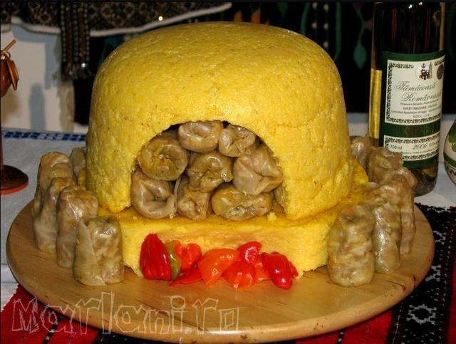 Cuib de sarmale - Cornflour and cabage with meat and rice inside