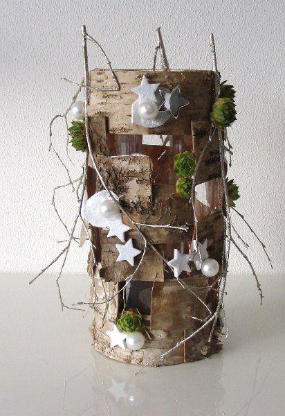 pot en verre recouvert d'écorce, branches et décoré avec des étoiles et de la mousse