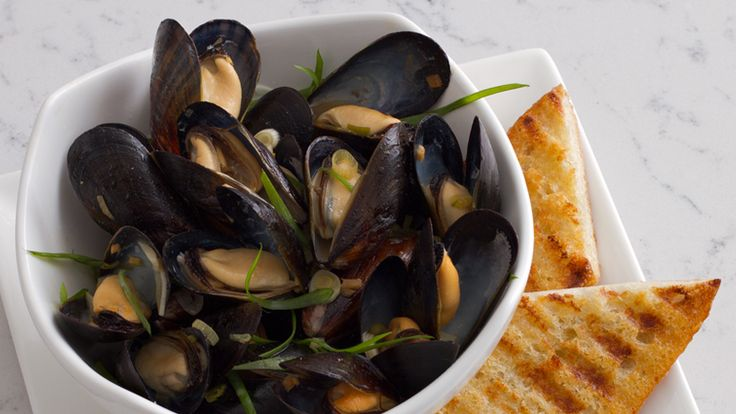 pan roasted bouchot mussels with Korean fermented beanpaste and sake