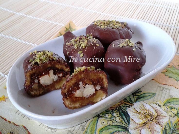 #gialloblogs #ricetta Fichi ricoperti di cioccolato-Ricetta calabrese | In cucina con Mire