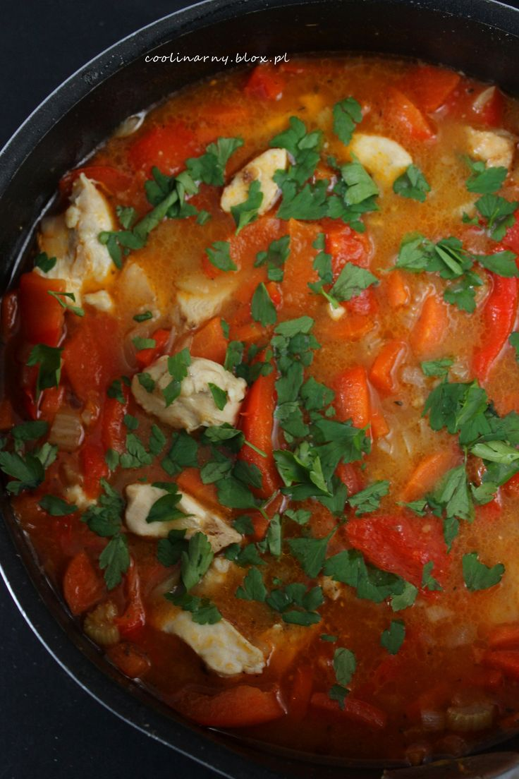 Zupa gulaszowa z kurczakiem i papryką