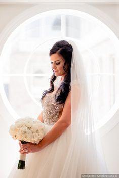 Glam halb rauf halb runter gekräuselte Hochzeitsfrisur Make-up Inspiration {Enchanted Celebrations} - #Glückwünsche #gekräuselt #verzaubert #Frisur