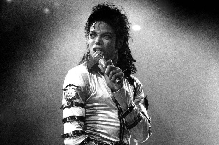 Michael Jackson durante un concierto de la gira de presentación de 'Bad', en Nueva York en octubre de 1988.