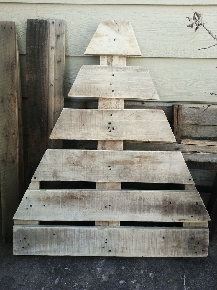 Pallet Christmas Tree. #palletprojects #pallets #christmas #crafts