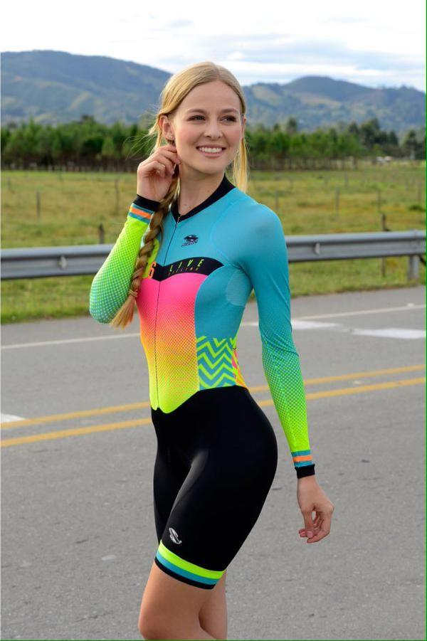 Women ciclyng