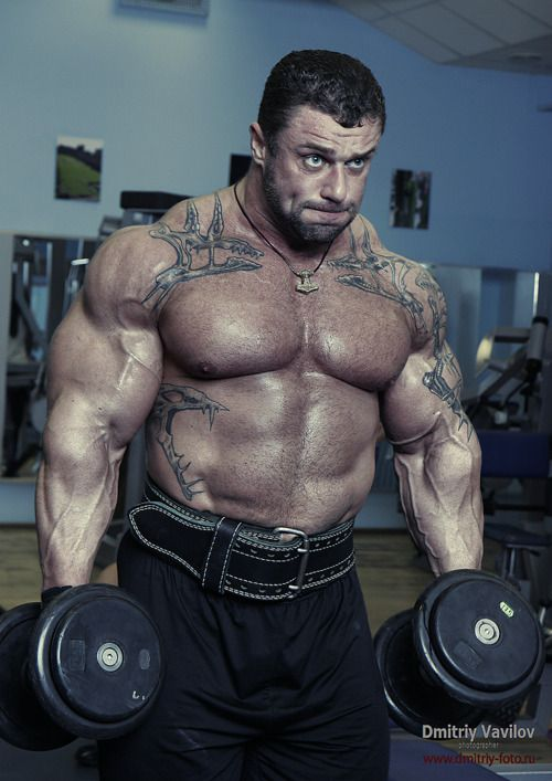 Dmitriy Vavilov Showing Shrugs Are The Route To Mad Traps Muscle Growth Bodybuilding Muscle