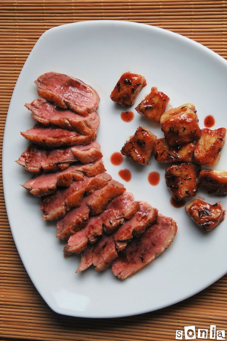 Ingredientes (4 personas):500 grs. patatas, sin pelar, enteras1 lata de corazones de alcachofa, escurridos1 yema de huevo125-150 grs. harina4 magrets de pato2 c/s aceite de oliva150 ml. vino tinto2 c/s miel1 c/s hojas de tomillo, frescasPreparación:Hervir las patatas durante 30 … Sigue leyendo →