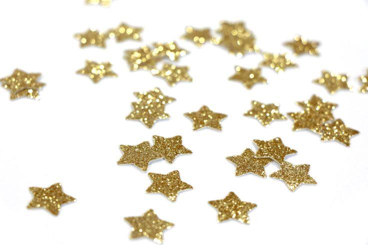 Deze weelderige bos van gouden glitter ster die cuts maken mooie confetti voor elk oppervlak, partij of bruiloft! Dit hoeft niet te worden gebruikt voor gewoon confetti! Ze kunnen worden gebruikt voor scrapbooking, kaart maken of gespannen om garland. Meng deze gouden glitter ster confetti met een andere kleur aan elk oppervlak dimensie toevoegen!   -Q U EEN N T I T Y - • Kies uit de dropdown.   -S IK Z E - • 5/8 stars   -C O L O R- • Gouden glitter (Glitter aan de ene kant, aan de andere…