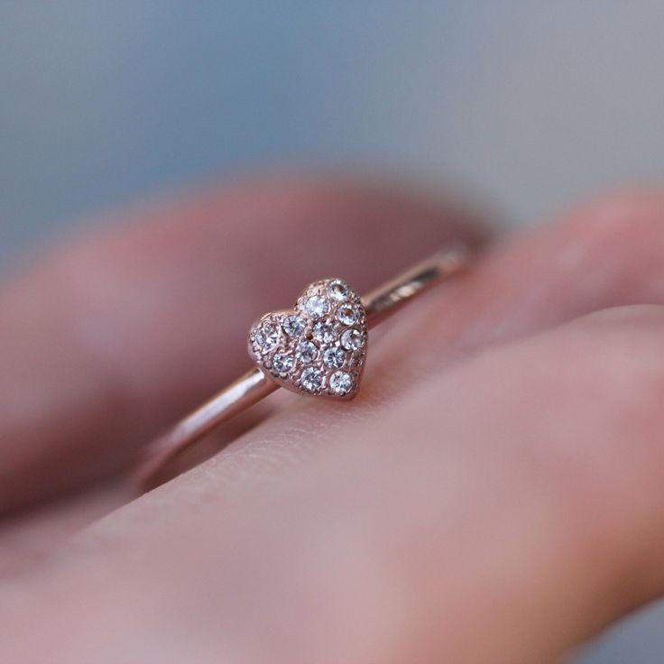 Cele mai bune 25 de idei despre Rose gold heart ring pe Pinterest