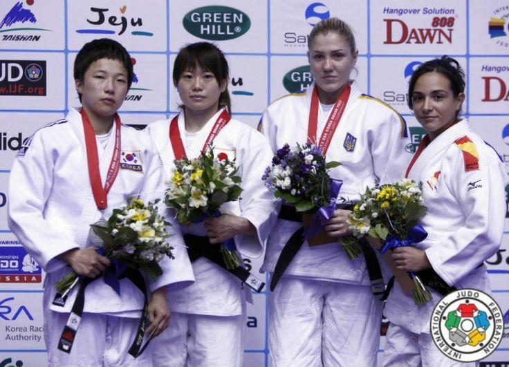 Julia Figueroa en el podium de Korea
