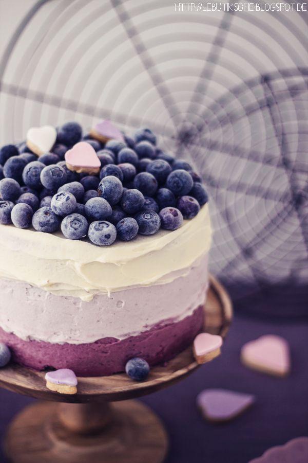 Zitronen-Beeren-Torte im Ombre-Look