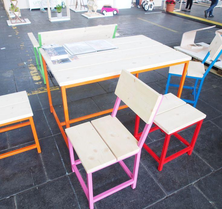 De Boefjes - Bunte Gartenstühle aus Metall und Holz von Roeg Holt