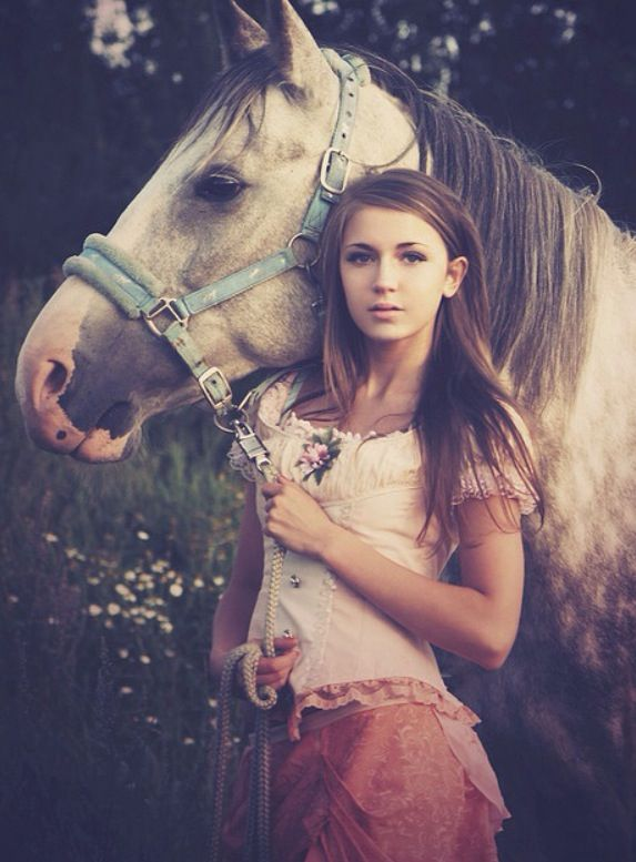 Senior Picture With Horse.
