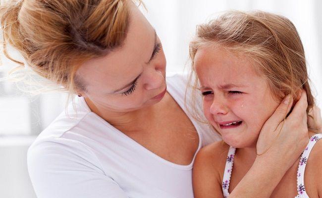 Il mal di orecchi in adulti e bambini è duro da lasciarsi alle spalle, ma ecco alcuni rimedi della nonna contro il mal d'orecchi che saranno davvero utili!