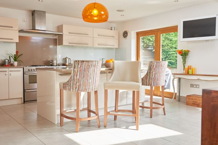 10 breakfast bar chairs that steal the show modern decor for Luxury breakfast bar stools
