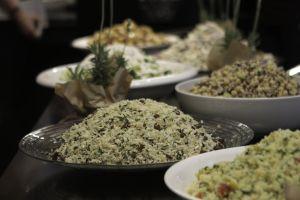 Σαλάτα με κινόα -και πολλά άλλα υλικά- για να κάνουμε λίγη καλή διατροφή