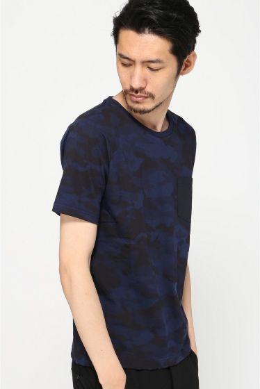 メイサイプリントポケットTシャツ  メイサイプリントポケットTシャツ 3888 インパクトのある迷彩柄に無地のポケットがアクセントを与えてくれるTシャツです 1枚着からシャツやジャケットのインナーと何かと使いまわしのきくアイテム モデルサイズ:身長:186cm バスト:89cm ウェスト:72cm ヒップ:90cm 着用サイズ:L