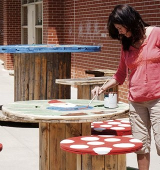 Electric Spool Garden Table & Chairs          _No Spooling Around | Trashy Wench: The Queen of Creative Reuse