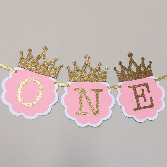 Make your little princesss 1st birthday even more memorable with this delightful high chair banner in pink and gold, accented with lovely gold