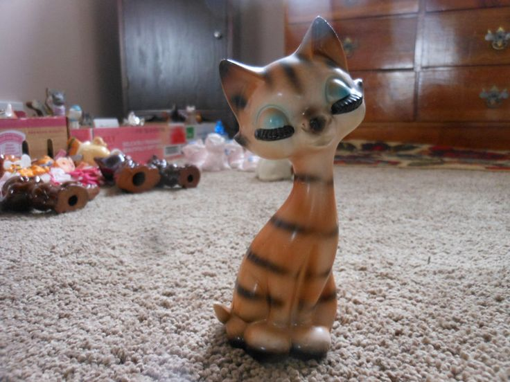 VINTAGE STANDING STRIPED KITTY CAT, CLOSED EYES WITH BIG EYELASHES, JAPAN
