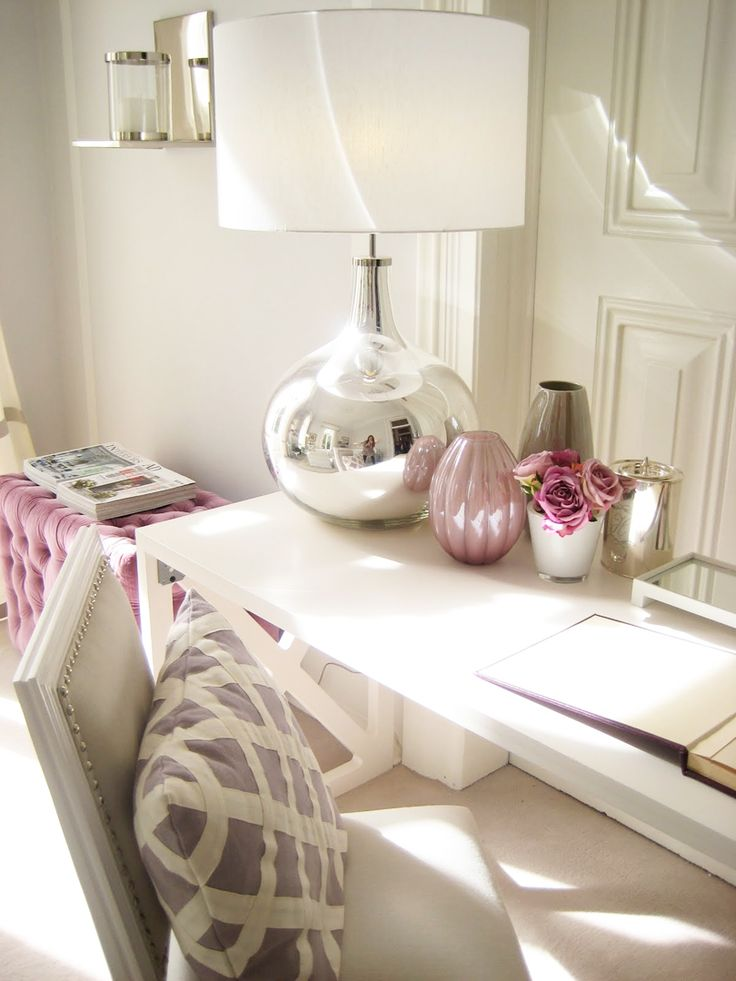 Love the simplicity here of using metallic and a just grey, white and pink.