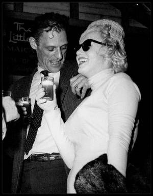 """3-19 Janvier 1957 / (PART II) Marilyn et Arthur s'envolent en lune de miel en Jamaïque pour 15 jours, où ils logent au """"Jamaïca Inn Hotel"""", visitant quelques amis aristocrates, telle Lady Pamela BIRD à Moon Point, dans sa luxueuse villa, avant de repartir pour New York."""