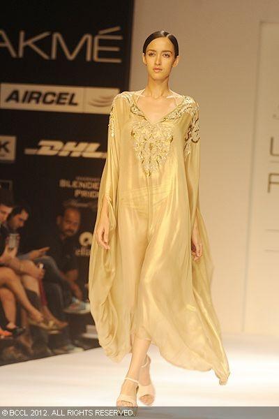 A model showcases a creation by Siddartha Tytler on Day 4 of the Lakme Fashion Week (LFW) 2012 at Grand Hyatt in Mumbai.: Models Showcase, Edgy Street, Grand Hyatt, Lfw Week, Fashion Week, Pak Dresses, Lakm Fashion, Siddartha Tytler, Ready To Wear Retail