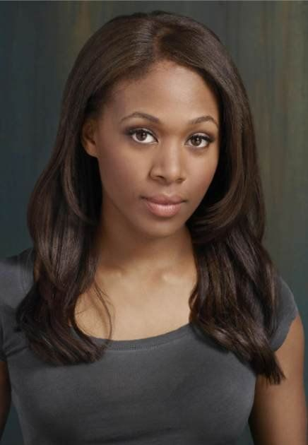I love Nicole Beharie's hair! It looks so healthy, is a great length and it has some serious swing!