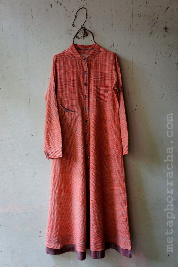 A long dress in khadi fabric from www.metaphorracha.com