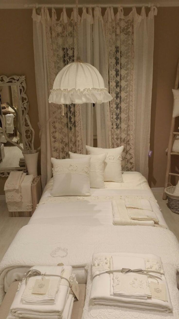 Big cushions, pure linen, precious Laces...