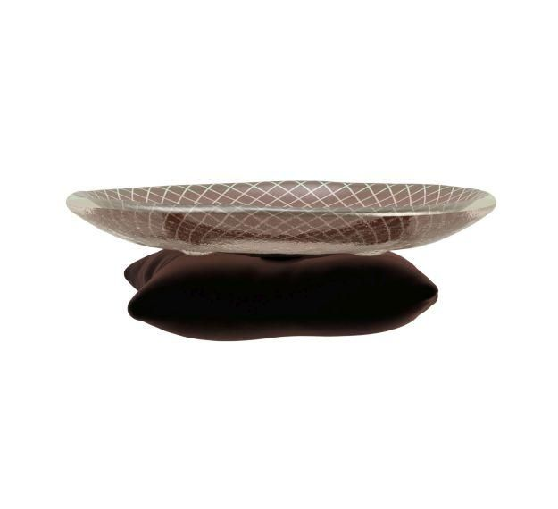 Mela is coloured in dark doe brown color decorated with our Venetian Filigree pattern attached on a soft velvet pillow.