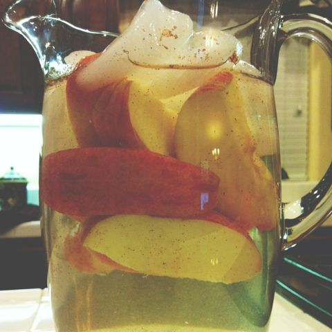 What The Sparkle: Apple Cinnamon Detox Water