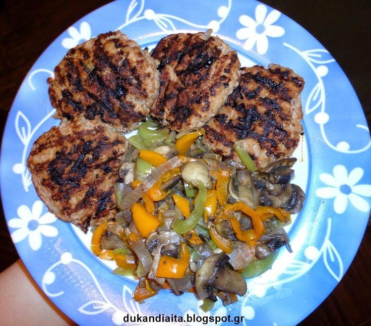Μπιφτέκια Dukan ζουμερά με ζεστή σαλάτα λαχανικών
