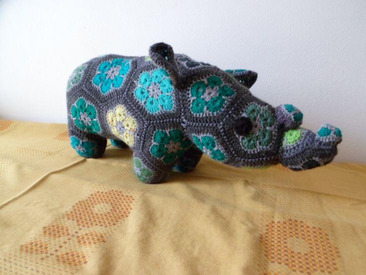 háčkovaný nosorožec