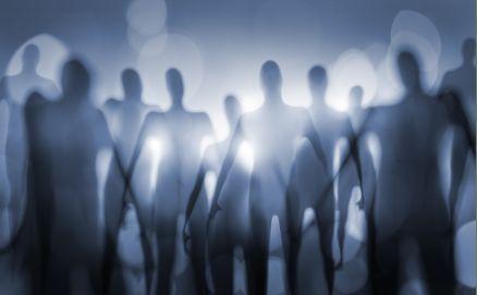 """Este é o título de um artigo que ainda provoca muita controvérsia desde que foi publicado, em 1980, pelo cosmólogo americano Frank Tipler. O polêmico articulista, na verdade, estava dando resposta a um paradoxo proposto pelo físico Enrico Fermi em 1950: """"se existem extraterrestres, onde eles estão?"""". http://www.opovo.com.br/app/colunas/aquitemciencia/2015/08/29/noticiaaquitemciencia,3495573/seres-extraterrestres-inteligentes-nao-existem.shtml"""
