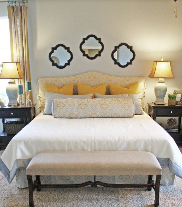 Love the mirrors above the headboard Home ) Pinterest