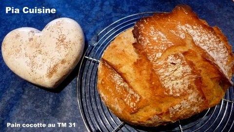 Ingrédients : 1 pain Deux gros pains •500 g de farine type 65 750 g de farine •300 g d'eau 450 g d'eau •25 g de levure fraîche 1 cube de levure •10 g de sel 15 g de sel Cuire dans l'Ultra Pro de Tupperware 2,5 litres (ou bien un autre contenant qui va... Habe ich selbst schon gebacken und es schmeckt köstlich,auch gut mit Dinkelmehl! Gruß Gartenflora