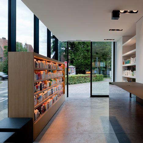 Pharmacie M par le cabinet Caan Architecten à Laethem-Saint-Martin (Belgique) Pour en savoir plus : http://www.dezeen.com/2011/09/17/pharmacy-m-by-caan-architecten/