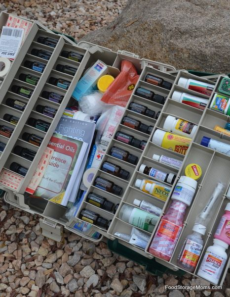What You Need In First Aid Kits With A Printable Checklist| via www.foodstoragemoms.com