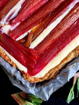 maja skorupska: tarta z pieczonym rabarbarem na kremie z mascarpone