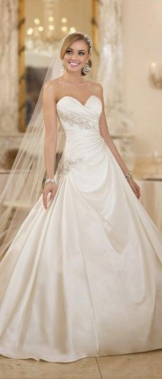 What an absolutely stunning wedding dress!!! Gorgeous!   Abiti da sposa Stella York collezione 2015