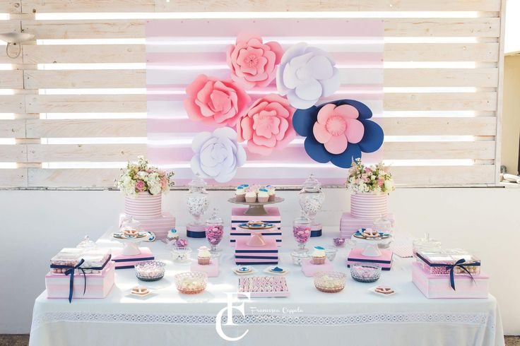 Blu and pink sweet table