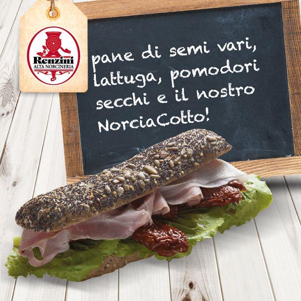Un panino gourmet del nostro ristorante NorcinArte, semplice ma delizioso: lattuga, pomodori secchi e Norciacotto #renzini !