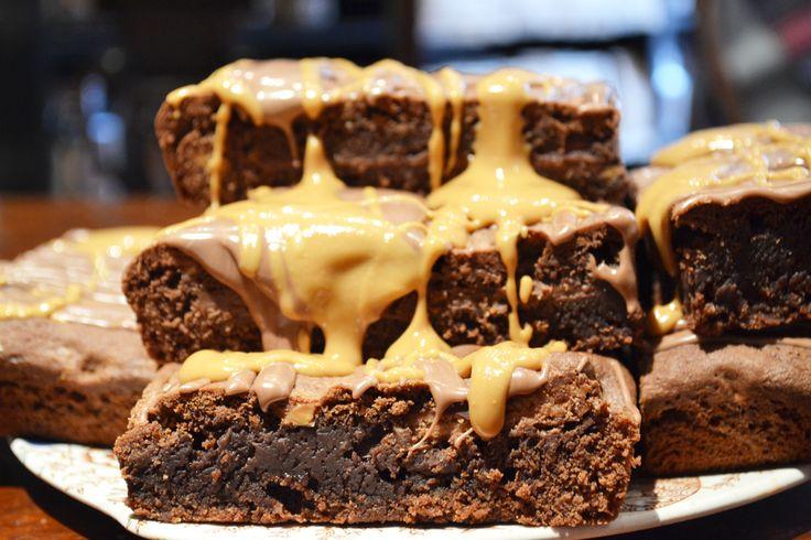 PEANUT BUTTER KITKAT BROWNIES | THE TEA BEE